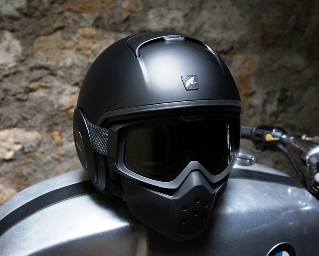 Casque de moto noir